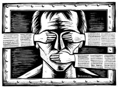 O povo, para certos grupos políticos e midiáticos, tem que se informar vendo futebol e novelas...